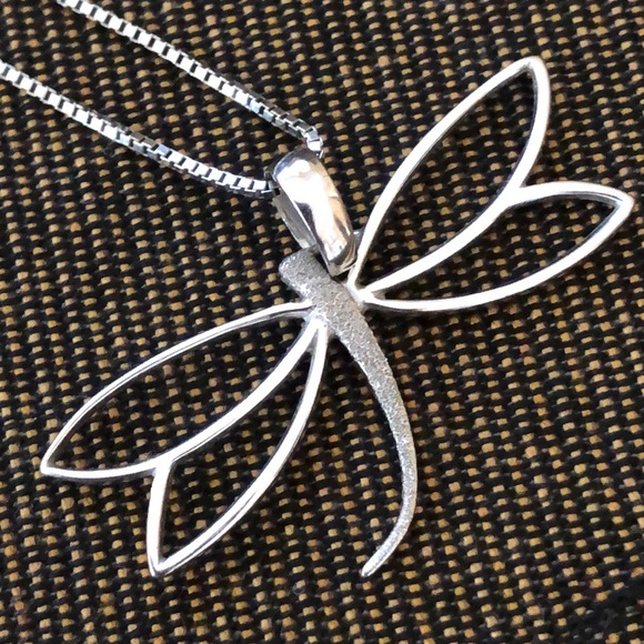 Carino Jewelry - Carino 14k white gold dragonfly necklace